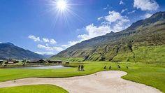 Golfen vor spektakulärer Kulisse im Urserental in der Schweiz