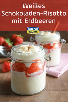 Weißes Schokoladen-Risotto mit Erdbeeren Recipe for white chocolate risotto with strawberries. Strawberries in rice pudding? We conjure up Diabetic Cake Recipes, Keto Recipes, Fruit Recipes, Rice Recipes, White Chocolate Recipes, Lemon Filling, Cake Board, Angel Food Cake, Evening Meals