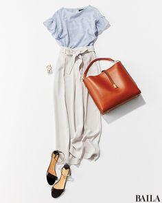 爽やかトップスに腰高効果パンツを合わせれば、ぺたんこ靴でも美スタイル♡-@BAILA