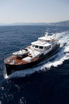 Riding in The Lap of Luxury Travel With a Virgin Island Yacht Charters Big Yachts, Small Yachts, Super Yachts, Luxury Yachts, Trawler Boats, Trawler Yacht, Expedition Yachts, Classic Yachts, Ibiza