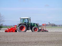 Het aardappelland in orde brengen.Friesland  Nederland