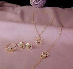 Ideas for wedding rings sets small unique Gold Ring Designs, Gold Earrings Designs, Gold Jewellery Design, Necklace Designs, Jewellery Sale, Stylish Jewelry, Fashion Jewelry, Gold Necklace Simple, Mommy Jewelry