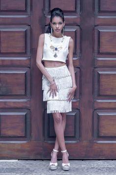 Ensaio branco total alfaiataria publicado no site Heloisa Marra.