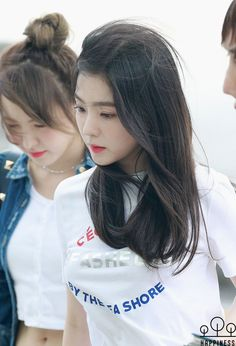 Welcome to FYEAH! Here you will find the latest updates and information regarding Red Velvet and their leader Irene. Park Sooyoung, Seulgi, Beautiful Asian Girls, Beautiful Women, Redvelvet Kpop, Brave Girl, Red Velvet Irene, Face Shapes, Korean Girl Groups