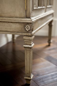 Leg detail of the Saville II Cabinet from Collection Ten by @ebanistacollect. Discover more at www.ebanista.com