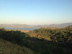 Suchitoto ~ Humedal del Cerron Grande ~ se aprecia paisaje con la vegetacion ya de verano | suchitoto.tours @gmail.com