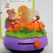 2011 Hallmark Halloween Peanuts Great Pumpkin Visit Linus
