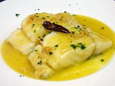 Bacalao al Pil - Pil - Easy Family Recipes Food Fish Recipes, Seafood Recipes, Cooking Recipes, Healthy Recipes, Seafood Dishes, Fish And Seafood, Tapas, Basque Food, Gastronomia