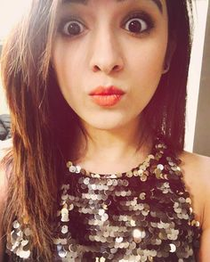 Shirley Setia is an indo Kiwi Singer. Hindustan Times and Forbes featured Setia as Bollywood's Next Big Singing Sensational. Cute Girl Pic, Stylish Girl Pic, I Love Girls, Cute Girls, Shirley Setia, Dehati Girl Photo, Rihanna Photos, Girls Dpz, Female Singers