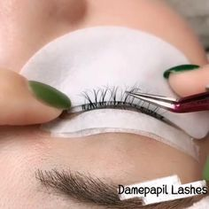 In the process of grafting eyelashes, we can graft in layers. The eyelashes grafted in this way are thick and natural. Have you learnt that? Perfect Eyelashes, Perfect Eyebrows Tutorial, Natural Fake Eyelashes, Eyelash Studio, Eyelash Salon, Diy Beauty Hacks, Eyelash Extensions Salons, Best Eyelash Glue, Eyelash Tinting