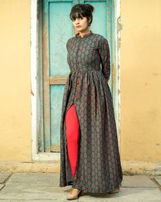 Shop Blue and red boota cape Simple Pakistani Dresses, Indian Gowns Dresses, Pakistani Dress Design, Long Dress Design, Stylish Dress Designs, Stylish Dresses, Designer Party Dresses, Indian Designer Outfits, Frock Fashion