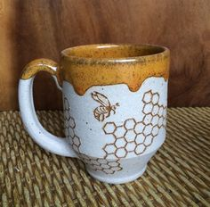 cute mugs for mom Check out these coffee mugs that you should really buy Cute Coffee Mugs, Cute Mugs, Coffee Cups, Espresso Cups, Coffee Coffee, Morning Coffee, Ceramic Pottery, Ceramic Art, Pottery Mugs