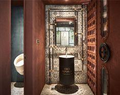 Clay Bricks Look Like Chocolate in a Restaurant Decor - InteriorZine