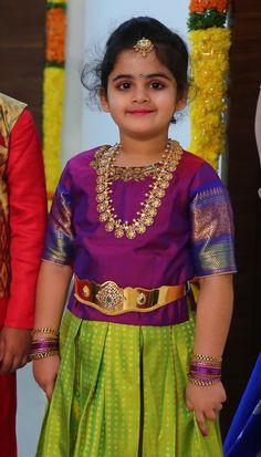 Gorgeous Girl in Ram Parivar Haram - Jewellery Designs Kids Dress Wear, Dresses Kids Girl, Baby Dress, Cute Dresses, Kids Outfits, Vaddanam Designs, Kids Blouse Designs, Kids Lehenga, Indian Jewellery Design