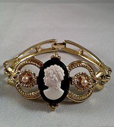 Beautiful Gold Tone Vintage Cameo Bracelet