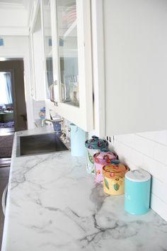 Diy kitchen countertops laminate calcutta marble New ideas Kitchen Wall Tiles, Kitchen Redo, Kitchen Design, Kitchen Ideas, Kitchen Counters, Kitchen Storage, Calcutta Marble, Old Country Houses, Olive Garden
