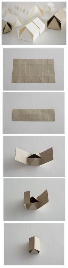 硬卡纸折成的纸艺小房子http://www.douban.com/photos/photo/1116865598/#nex...