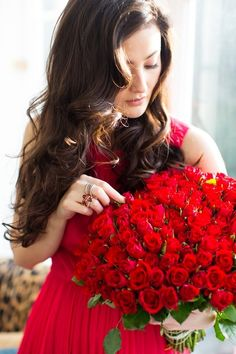 Roses are Red - Peony Lim Girls With Flowers, Flowers For You, Pretty Flowers, Flower Girls, Beautiful Girl Image, Beautiful Roses, Red Peonies, Red Roses, Peony Lim
