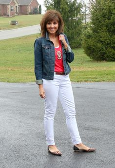 It's Day 17 of my 28 Days of Spring Fashion and of course I'm styling my white jeans. It wouldn't be spring without them!