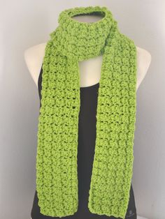 Sciarpa ad uncinetto color  verde lime , chuncky scarf lime green , fatto a mano , warm scarf, infinity scarf di MariluCrochet su Etsy
