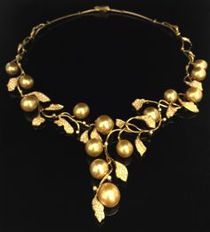 South Sea Golden Pearls, diamond pavè and yellow gold necklace…