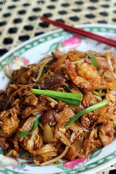 Char Kuay Teow, two-ways I don't know.. But it looks good Asian Noodle Recipes, Indian Food Recipes, Asian Recipes, Ethnic Recipes, Malaysian Cuisine, Malaysian Food, Malaysian Recipes, Mie Goreng, Malay Food