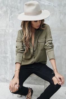 casual style addiction_hat + khaki blouse + ripped jeans + sandals