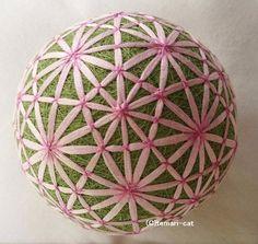 絹てまり「矢車菊」緑地ピンク 手まり 手鞠 手毬|その他インテリア雑貨|てまり - ねこ|ハンドメイド通販・販売のCreema