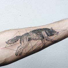 Wolf Tattoos are chosen by exceptionally strong individuals, who are always prepared to defend their beliefs. Best Wolf Tattoo Ideas for Men and Women. 3d Wolf Tattoo, Wolf Paw Tattoos, Geometric Wolf Tattoo, Tatto Ink, Wolf Tattoo Design, Animal Tattoos, Airbrush Tattoo, Bild Tattoos, Neue Tattoos