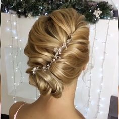 Updo Tutorials For Brides! Do you wanna learn how to styling your own hair? Well, just visit our web site to seeing more amazing video tutorials! Bride Hairstyles, Easy Hairstyles, Popular Hairstyles, Hairstyle Ideas, Updo Tutorial, Trending Hairstyles, Hair Videos, Hair Trends, Hair Inspiration
