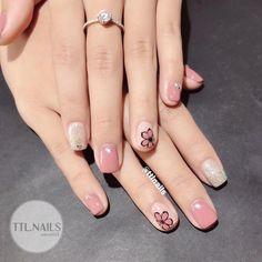 Square Nail Designs, Pretty Nail Designs, Simple Nail Art Designs, Acrylic Toe Nails, Shellac Nails, Nail Manicure, May Nails, Hair And Nails, Chic Nails