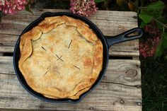 Easy Skillet Apple Pie!!! Come check it out.....The Cutting Edge of Ordinary.  http://thecuttingedgeofordinary.blogspot.com/2014/09/trisha-yearwoods-skillet-apple-pie.html
