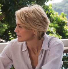 Robin Wright in 'Adore', love the cut, but is it one of those styles that only looks great on BEAUTIFUL people?!