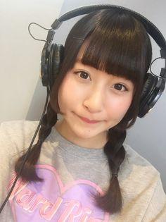 "nobu.さんのツイート: ""@hokazonoeri おっは! ヘッドホン女子可愛いー"" #headphones"