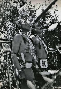 Dancers in Sundance, Arapaho Indian dancers blowing eagle bone whistles while dancing in Crow Sundance. Native American Images, Native American Tribes, Native American History, American Indians, Wyoming, Cowboys And Indians, Crow Indians, Native Indian, Blackfoot Indian