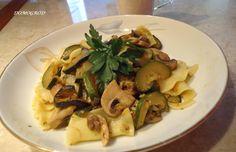 Jesli został Ci makaron z wczorajszego dnia takie wegetariańskie danie zrobisz w kilka minut. Ma wszystkie zalety - pyszne, tanie, zdrowe i energetyczne. Pol...