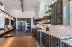 Kitchen remodel ideas grey cabinets in a modern kitchen diy kitchen Modern Kitchen Diy, Minimalist Kitchen, Kitchen Decor, Kitchen Remodeling Contractors, Home Remodeling, Remodeling Companies, High End Kitchens, Cool Kitchens, Kitchen Remodel Before And After