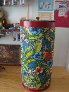 Barrica de papelão transformada em cesto de roupas! Ideias para reciclar papelão e seus derivados. http://rosaluizaartesanatos.blogspot.com.br/2016/01/11-ideias-para-reciclar-papelao-em-suas.html