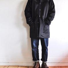 2016/11/17 18:49:18 localers_jp . TENDERのオーバーシャツに4年ほど愛用しているTENDERの定番デニム130番。 そんなに頻繁に履いてはいないので、色落ちはゆっくり。 オーバーシャツはウール100%で、元々馬車を操るコーチマンが雨の日に纏うマントに使われていた生地と同じ生地を採用。 雨が滴り落ちるように毛並みが下に向かって流れています。 足元はスウェードのオールデン。 品のあるワークスタイルにしてみました。 SHIRTS:TENDER/¥68,000+tax DENIM:TENDER/¥39,000〜¥57,000+tax SHOES:ALDEN #tenderco #madebytender #テンダー #alden #オールデン . . *LOCALERSのウィメンズアカウントを立ち上げました。是非フォローお願い致します。 ↓ @localers_womens