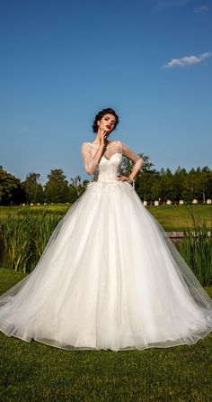 Snow White wedding dress Snow White Wedding Dress, Web Studio, Royal Garden, Crystal Design, Formal Dresses, Wedding Dresses, Ball Gowns, Princess Wedding, Bride