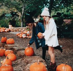 Fall feels in sweaters and booties for pumpkin picking Fall Pictures, Fall Photos, Fall Pics, Best Friend Pictures, Friend Photos, Pumpkin Patch Pictures, Bath & Body Works, Pumpkin Picking, Autumn Photography