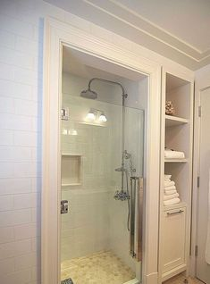 Gorgeous small bathroom shower remodel ideas (75) #smallbathroomrenovations #smallbathroomremodeling #LuxuryBeddingLayout