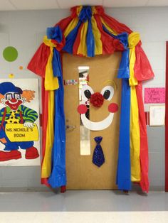 Dr Suess If I ran the circus Circus Theme Classroom, Classroom Decor Themes, Classroom Door, Classroom Ideas, Fall Carnival, Carnival Themes, Circus Decorations, School Decorations, Courge Halloween