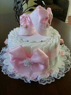 Tinker diaper cake - are you looking for a baby gift? - diaper cake tinker instructions baby gifts birth tender girl Informations About Windeltorte basteln - Cadeau Baby Shower, Idee Baby Shower, Mesas Para Baby Shower, Girl Shower, Baby Shower Gifts, Baby Gifts, Baby Cakes, Baby Shower Cakes, Baby Shower Diapers
