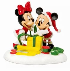 Dept 56 Disney Mickey and Minnie Wrapping Gifts Mickey's Merry Christmas Village