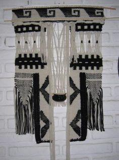 tapiz realizado con la técnica de telar en bastidor tapiz en telar lana de oveja ,mimbre tejido en telar-bastidor