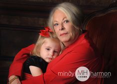 Call the studio to book your session 281-296-2067 or online at mindyharmon.com #mhp #mindyharmon #thewoodlandsphotographer  #makingmemories #grandmother #grandchildren #holidayportraits