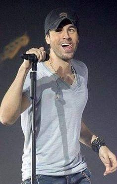 Enrique Iglesias. Love this pic!!❤