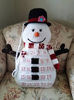 Ravelry: Snowman Countdown Pillow pattern by JoAnne Grimm Thompson Crochet Crafts, Crochet Projects, Free Crochet, Santa Countdown, Countdown Calendar, Advent Calendars, Crochet Advent Calendar, Half Double Crochet Decrease, Crochet Snowman