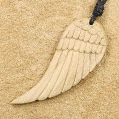 Eagle wing wood jewelry pendant Source by schwiap Antler Jewelry, Wooden Jewelry, Clay Jewelry, Deer Antler Crafts, Antler Art, Chip Carving, Bone Carving, Eagle Wings, Clay Fairies